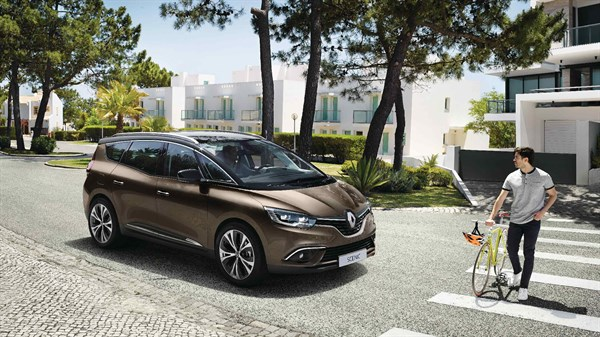 Renault ActiveSafety - Renault SCENIC avec personnage